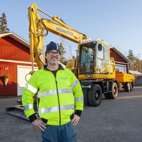Niklas vårdar  sin Komatsu hjulgrävare