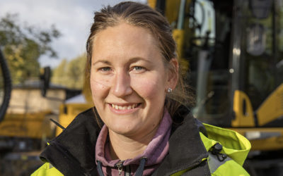 Sofi fick ny Komatsu för jobbet inne i Gävle
